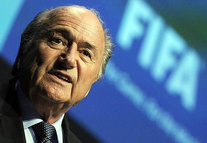 investigaciones periodísticas señalan a Joseph Blatter como principal responsable de actos corruptos. (mediotiempo)