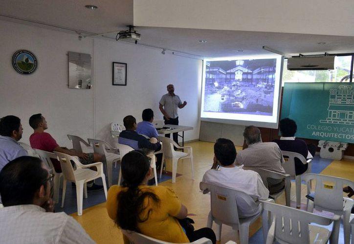 La conferencia se impartió en el Colegio de Arquitectos.(Milenio Novedades)