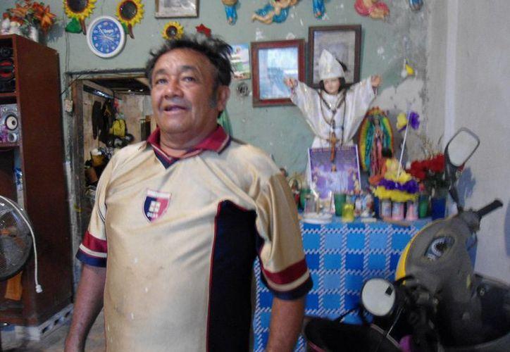 Don Raúl recuerda que al volver de altamar encontró su casa destrozada. (SIPSE)
