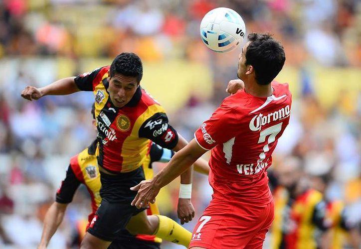 Leones Negros de UdG y Diablos Rojos de Toluca se conformaron con el empate 0-0. (Facebook)