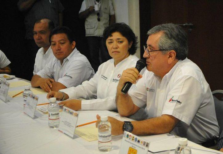 Extraoficialmente se dio a conocer que Juan de Dios Güitron Sánchez reemplazará a Margarita Brito Segura (al centro) en la contraloría municipal.  (Carlos Calzado/SIPSE)