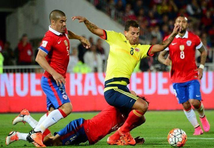 Colombia y Chile buscan ser campeones en los 100 años de la Copa América. Uno se quedará sin la posibilidad este miércoles. (Archivo AP)