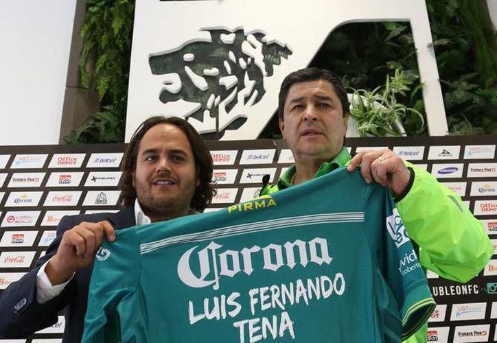 Jesús Martínez Murguía y Luis Fernando Tena, durante la presentación del segundo este lunes, en la 'guarida' del León. (Archivo Notimex)