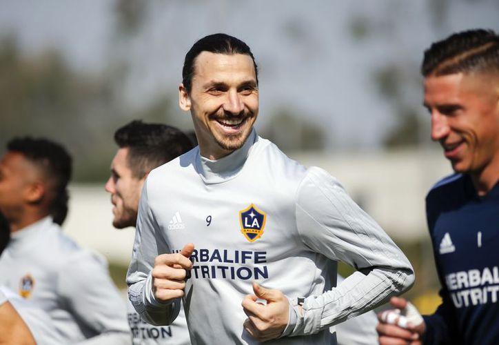 El delantero es el hombre más destacado del equipo angelino con doce goles. (AP)