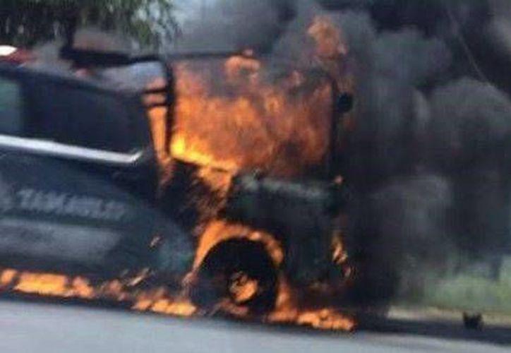 Los estatales fueron atacados muy cerca de las oficinas de la delegación de la PGR en Miguel Alemán, Tamaulipas. Una patrulla fue incendiada. (Milenio)