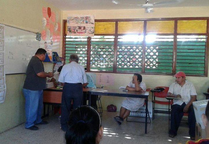 Instalación de casillas en la escuela Simón Bolívar de Leona Vicario, (Pedro Olive/SIPSE)