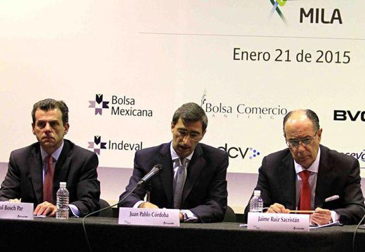 El subsecretario de Hacienda, Fernando Aportela, dijo que la alianza entre las Bolsas de Valores de México, Chile, Perú y Colombia beneficiará a los mexicanos. (Notimex)