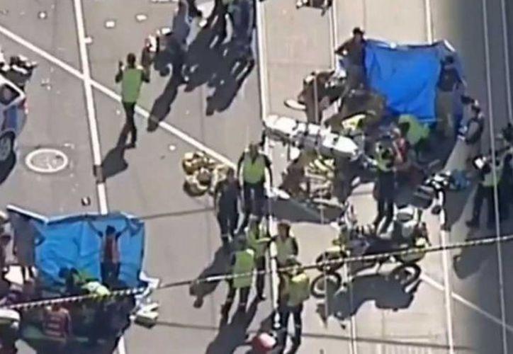 El atropellamiento fue realizado por una camioneta tipo SUV con saldo de 15 heridos. (Excelsior)