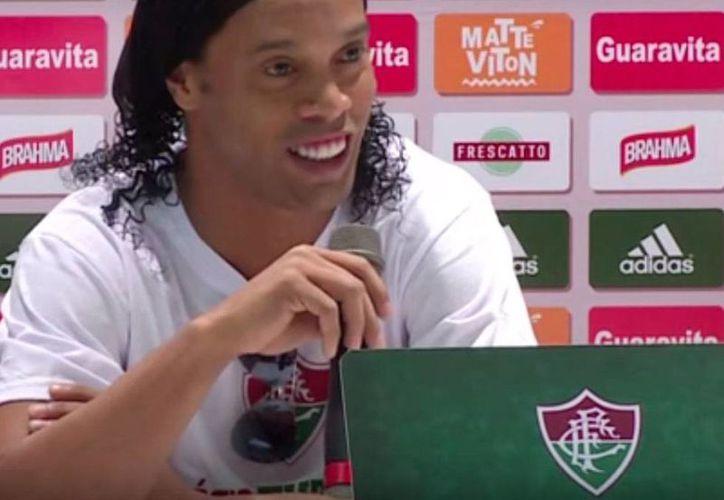 El delantero brasileño Ronaldinho quedó desligado del club Fluminense, al que llegó apenas hace dos meses, tras su salida de Gallos Blancos de Querétaro. (Captura de pantalla YouTube)