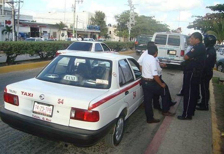 Aumentan quejas por alza al costo del servicio de taxi. (Rossy López/SIPSE)
