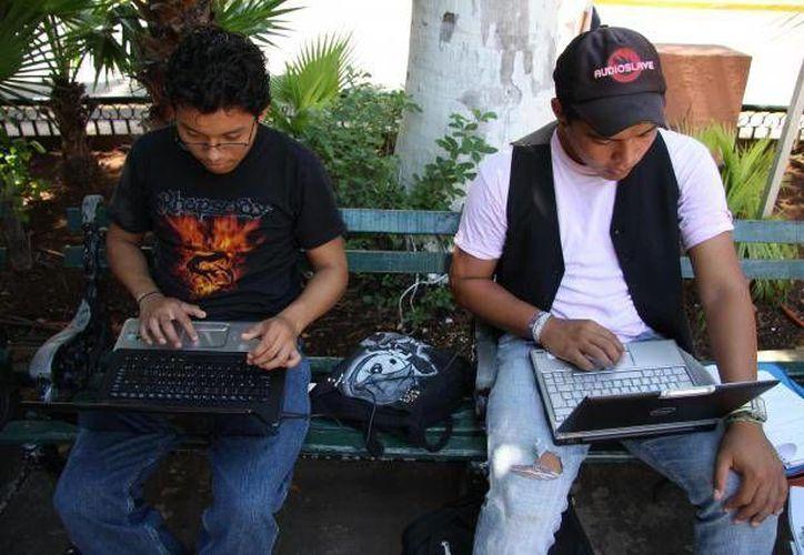 El Ayuntamiento de Mérida reporta unas 200 mil conexiones mensuales desde los parques en línea. (Archivo/SIPSE)