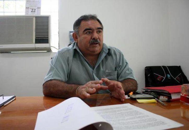 El maestro Cervantes Romero fue reelecto como secretario general del Setey. (Archivo SIPSE)