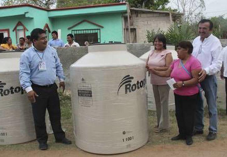 Se tiene un estimado de 93 toneladas de cemento y 60 tinacos, de igual manera se apoyará trasladando el material hasta sus comunidades. (Redacción/SIPSE)
