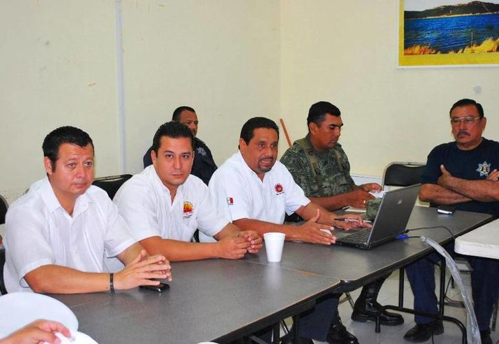 A la reunión asistieron el titular de Protección Civil, Juan Manuel Zamarripa Pérez; y los directivos de Turismo municipal y el área de Fiscalización, Joaquín Marrufo Gómez y Angel Hernández Marín. (Redacción/SIPSE)