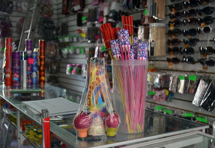 Unos 100 comerciantes solicitaron permisos para vender 'bombitas' durante esta temporada de fin de año. (SIPSE)
