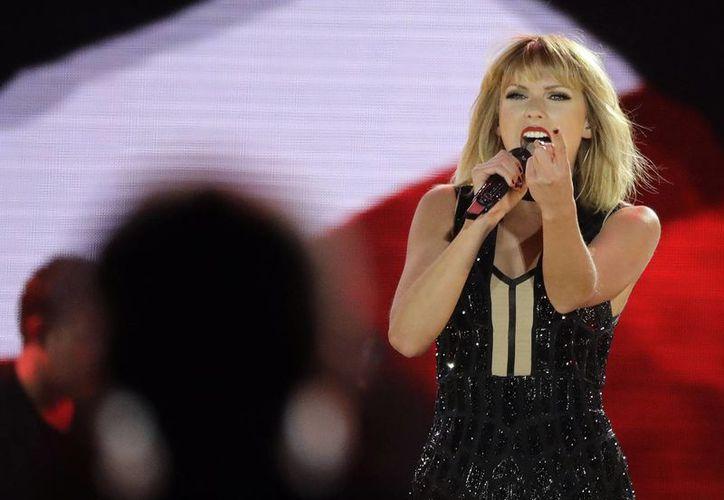 La cantante Taylor Swift ocupó el segundo sitio con 80 millones de dólares, en la lista del año 2015.(Darron Cummings/AP)