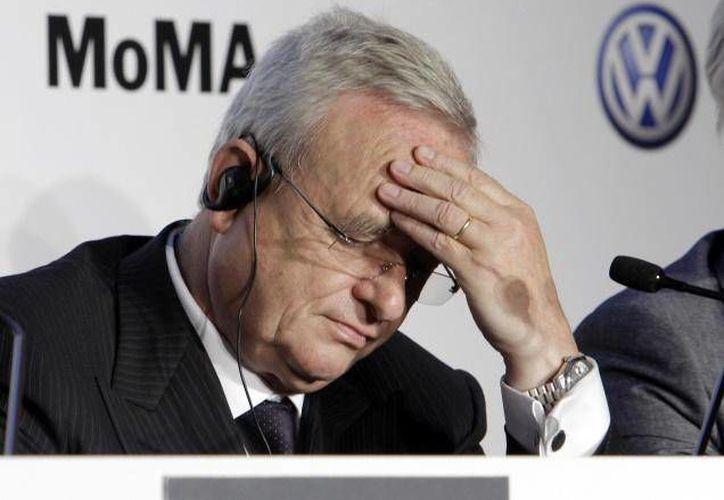 El director general de Volkswagen, Martin Winterkorn, debió ser reafirmado en el cargo este viernes, sin embargo, ahora se encuentra en la cuerda floja tras las investigaciones realizadas a la automotriz. (Archivo AP)