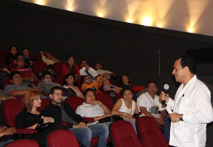 """Los asistentes participaron de igual manera en la conferencia """"2012, Tiempo de los Mayas"""", del arqueólogo Jaime Garduño Argueta. (Jorge Carrillo/SIPSE)"""