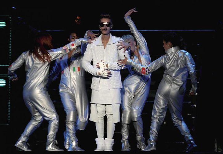 Justin Bieber durante una de sus presentaciones en México, el año pasado, en el Foro Sol. (Notimex)