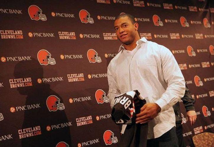 """Desmond Bryant, ala defensiva de los """"Browns"""" de Cleveland, se perderá toda la temporada 2016 de la NFL debido a una operación. (cleveland.com)"""