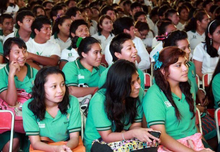 Más de cinco mil alumnos se han beneficiado con el programa de becas de la Sejuve. Imagen de contexto. (Milenio Novedades)