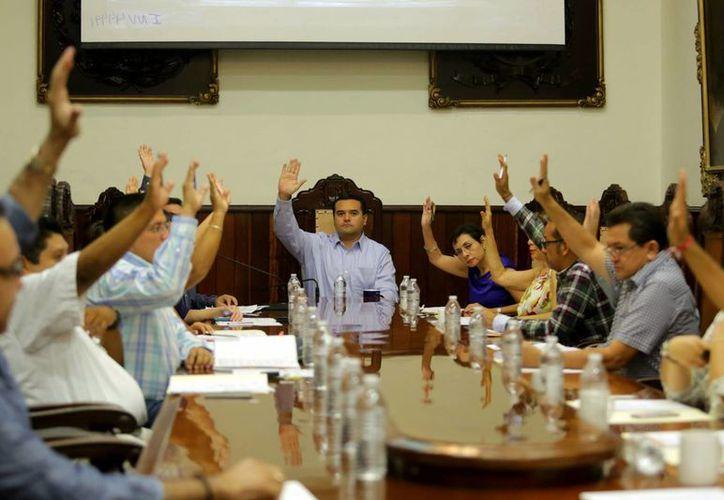 Imagen de la sesión extraordinaria de Cabildo, en la que se autorizó transferencias entre sus cuentas bancarias. (Milenio Novedades)