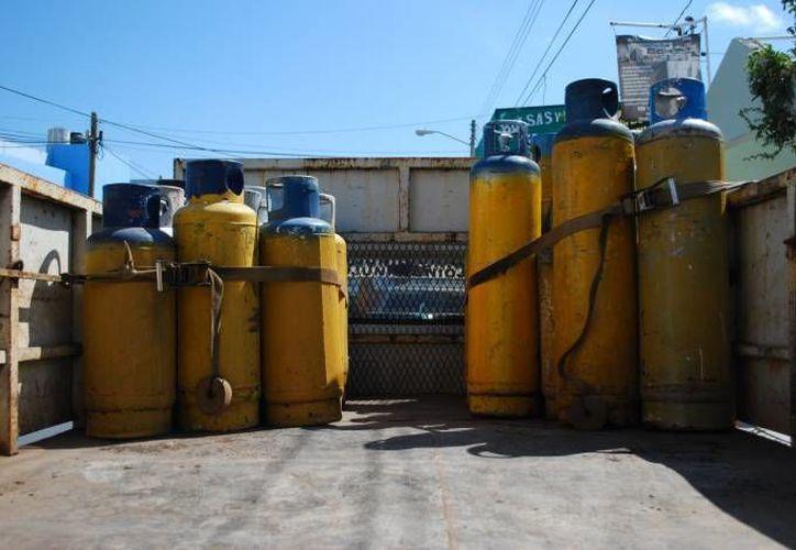 Se cambiaron unos 220 tanques de gas que fueron llevados a la planta distribuidora. (Redacción/SIPSE)