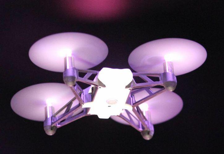 Los drones que adquirirá la Gendarmería tendrán una autonomía de vuelo de hasta tres horas y garantizarán la seguridad de la población y sus bienes en rutas de tránsito de insumos y mercancías ilegal. (Foto de contexto/Notimex)