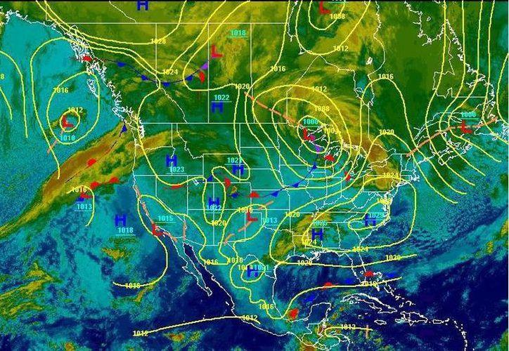 El frente frío se extiende desde el sur de la Península de la Florida, en los Estados Unidos, hasta el norte de la Península de Yucatán. (Cortesía/SIPSE)