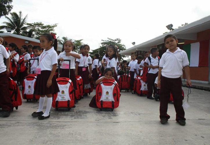 Los maestros de Quintana Roo presentarán los exámenes los días 14 y 15 de noviembre. (Sara Cauich/SIPSE)