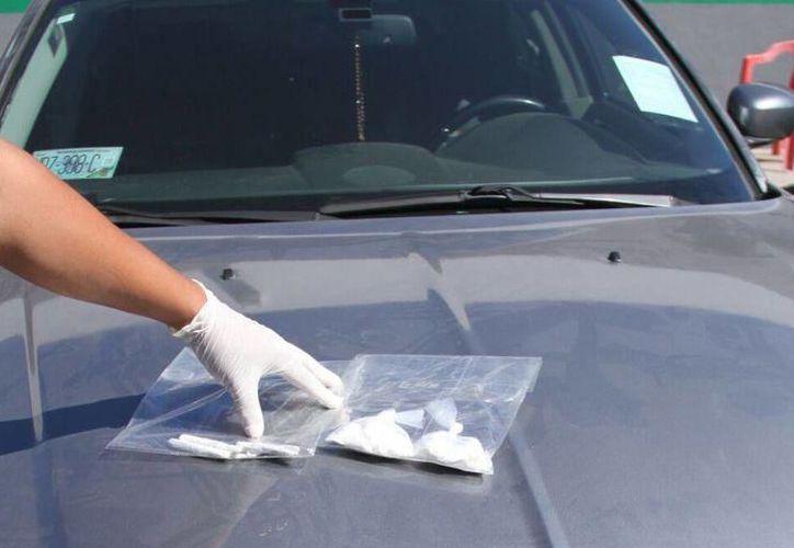El sujeto fue detenido al momento de la revisión que le hicieron los policías y encontraron varios narcóticos.(Foto: Archivo)
