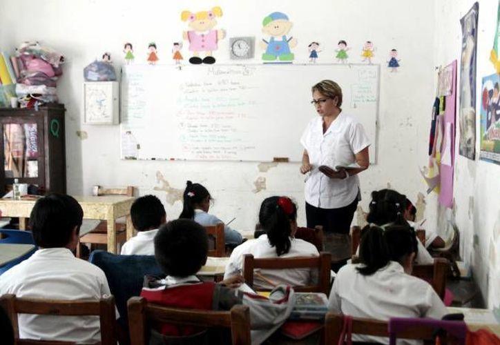 Antes el maestro evaluaba a sus propios alumnos y el estudiante obtenía buenos resultados. (SIPSE/Archivo)