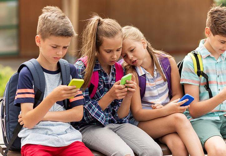 Está completamente contraindicado que niños menores de seis años, usen dispositivos electrónicos para juego o entretenimiento. (tricitynews.com)