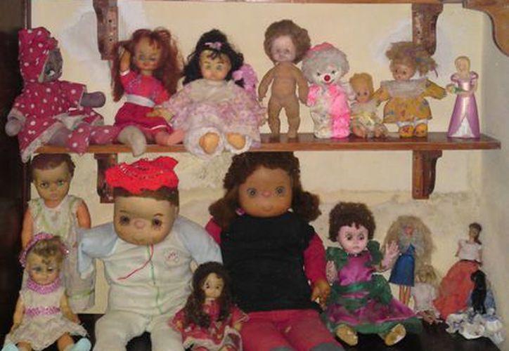 """Así se encuentran las muñecas en el Museo Paranormal de la revista """"Misterios"""". (Jorge Moreno/SIPSE)"""