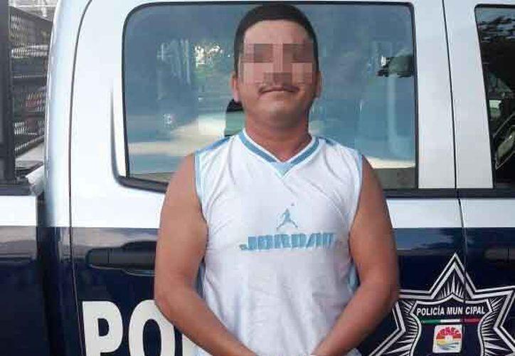 Uno de los detenidos cuando intentaron cometer la extorsión. (Redacción)