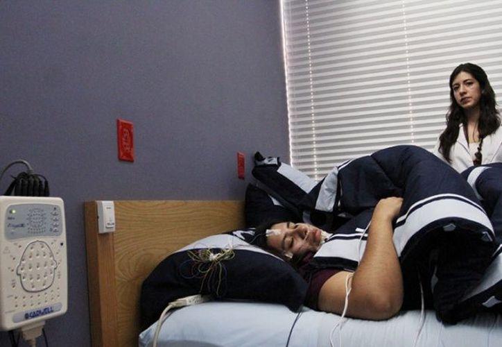 Las alteraciones del sueño ponen a quienes lo padecen en graves riesgos de cometer errores. (Cuartoscuro)