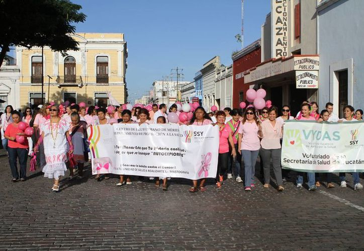 La Marcha en Conmemoración de la Lucha contra el Cáncer se realizó en calles de Mejorada. (César González/SIPSE)