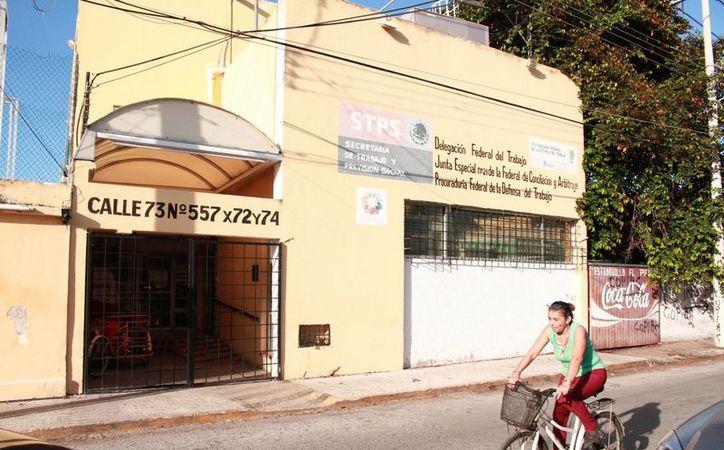 La delegación Yucatán de la Secretaría del Trabajo y Previsión Social fue una de las tres dependencias federales en Yucatán a las que la CFE les tuvo que cortar la energía. (Jorge Acosta/SIPSE)
