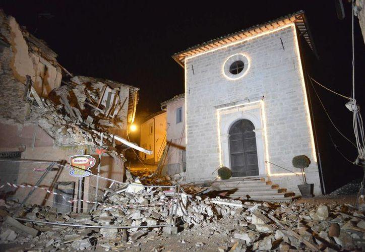 Durante los dos sismos de este miércoles varios pueblos sufrieron daños graves, y algunas viviendas cerca del epicentro, en Visso, se desmoronaron. (AP)
