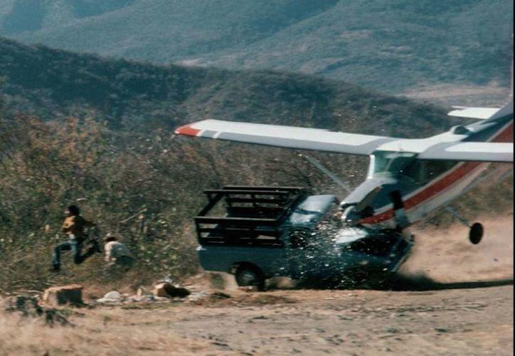 Todos los involucrados en el choque de esta avioneta con un camión sobrevivieron al accidente. (Bob Madden/National Geographic)
