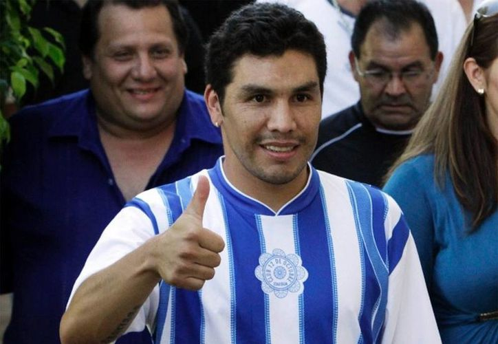 """En Brasil, el paraguayo Salvador Cabañas reconoció que """"es difícil que ya juegue. Es mi tiempo de retiro"""". (Agencias)"""