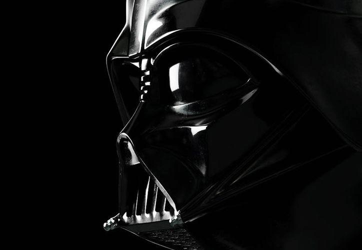 La emblemática máscara del villano favorito de la franquicia de 'La Guerra de las Galaxias'. (excelsior.com)