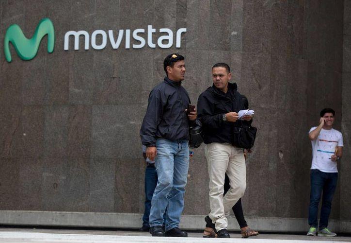 Movistar y Digitel anunciaron la semana pasada que van a cortar su servicio internacional de llamadas debido a problemas que tienen con la política de control de cambios del gobierno venezolano. (AP)