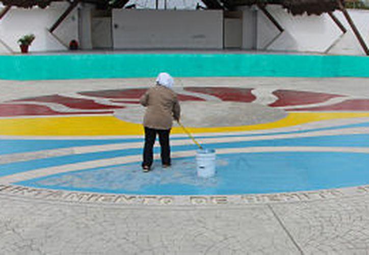 Hace 20 años que no se pintaba diferentes áreas del parque. (Foto: Paola Chiomante)