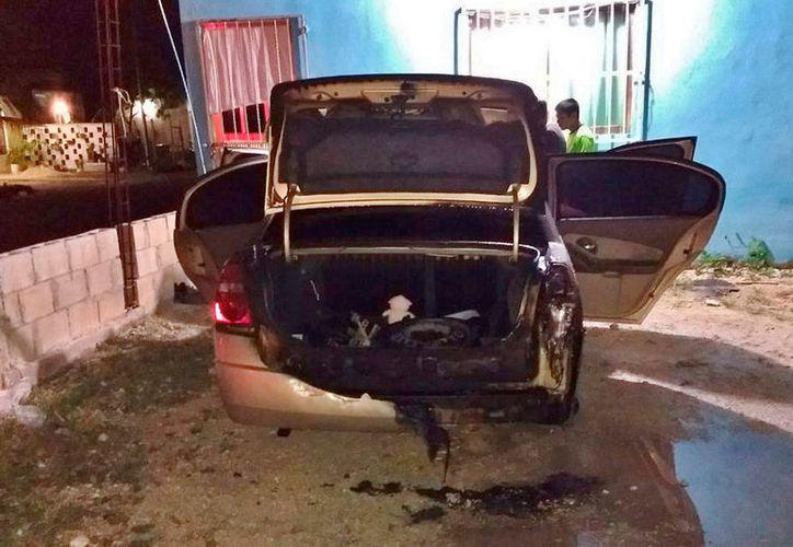 Cuatro vehículos fueron incendiados en Cozumel por razones que aún se desconocen. (Gustavo Villegas/SIPSE)