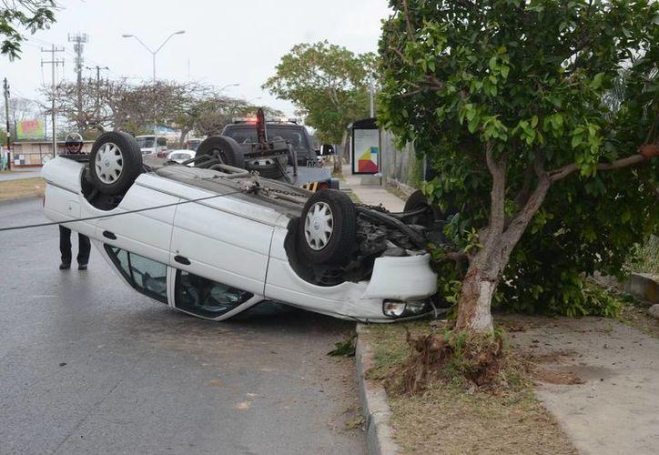 El percance ocurrió a la altura de la calle 108 de la colonia Sambulá. (SIPSE/Cuauhtémoc Moreno)