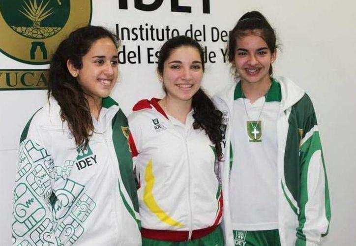 Gladys Blanqueto, Alejandrina Méndez, Ricardo Villa y Miguel Lara, a la selección de ping pong. (SIPSE)