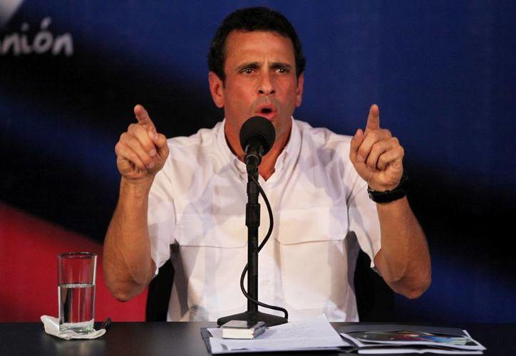 Capriles acusa al gobierno de manipular los resultados de las elecciones. (Agencias)