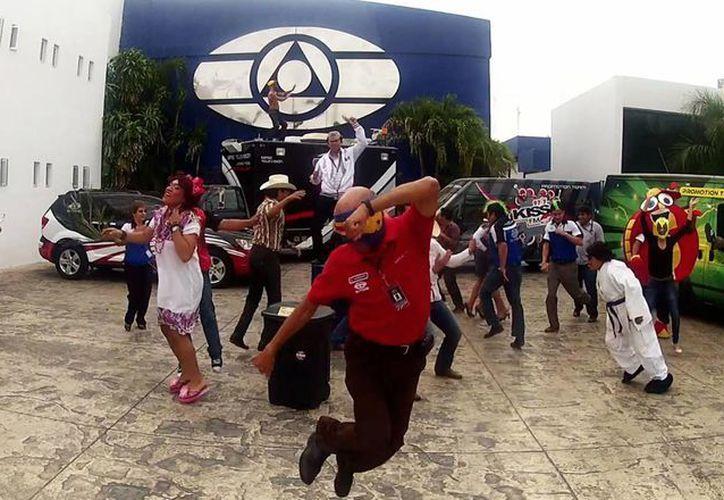 Los trabajadores de La Comadre montaron su versión del Harlem Shake. (SIPSE)