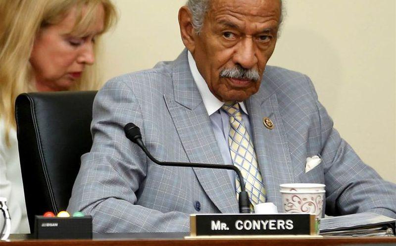 Conyers anuncia retiro tras señalamientos de acoso sexual